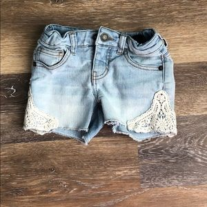 Girls lace accent shorts